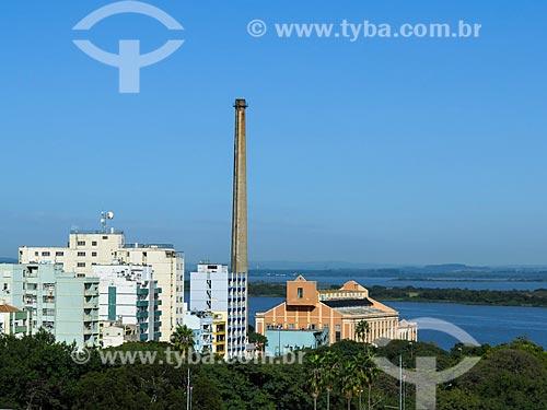 Assunto: Centro Cultura Usina do Gasômetro (1928) com o Lago Guaíba ao fundo / Local: Porto Alegre - Rio Grande do Sul (RS) - Brasil / Data: 04/2014