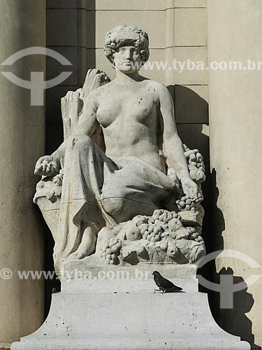 Assunto: Estátua na fachada do Palácio Piratini (1921) - sede do Governo do Estado / Local: Porto Alegre - Rio Grande do Sul (RS) - Brasil / Data: 05/2014