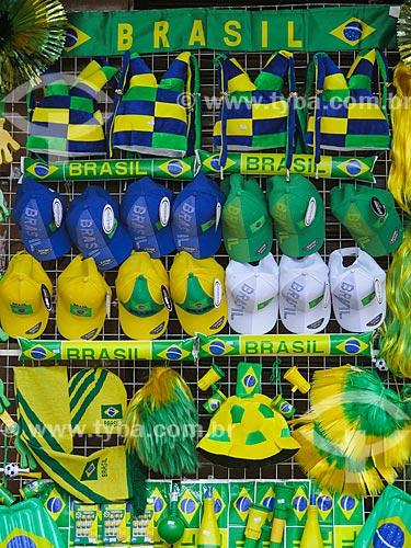 Assunto: Bonés com as cores do Brasil à venda antes da Copa do Mundo no Brasil / Local: Porto Alegre - Rio Grande do Sul (RS) - Brasil / Data: 05/2014