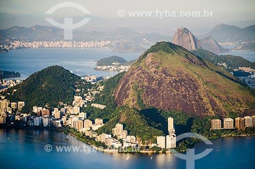 Assunto: Vista geral do Morro dos Cabritos com o  Pão de Açúcar ao fundo / Local: Lagoa - Rio de Janeiro (RJ) - Brasil / Data: 02/2014