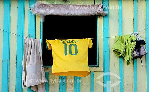Assunto: Casa com as cores do Brasil e camisa da Seleção Brasileira no varal durante a Copa do Mundo no Brasil / Local: Manaus - Amazonas (AM) - Brasil / Data: 06/2014