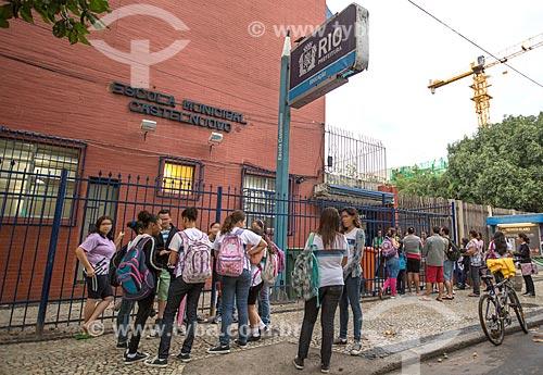 Assunto: Alunos na entrada da Escola Municipal Castel Nuovo na Rua Francisco Otaviano, 105 / Local: Copacabana - Rio de Janeiro (RJ) - Brasil / Data: 05/2014