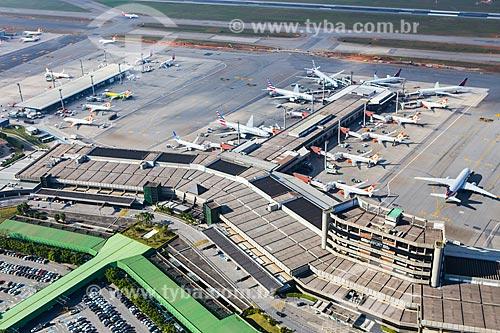 Assunto: Foto aérea do terminal 2 do Aeroporto Internacional de São Paulo-Guarulhos Governador André Franco Montoro (1985) / Local: Guarulhos - São Paulo (SP) - Brasil / Data: 06/2014