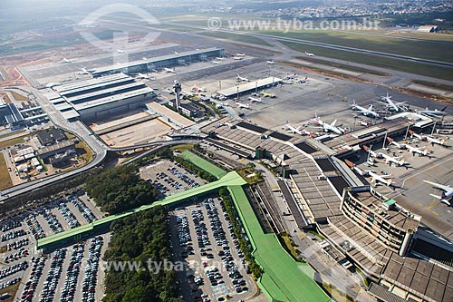 Assunto: Foto aérea do terminais 2 e 3 do Aeroporto Internacional de São Paulo-Guarulhos Governador André Franco Montoro (1985) / Local: Guarulhos - São Paulo (SP) - Brasil / Data: 06/2014