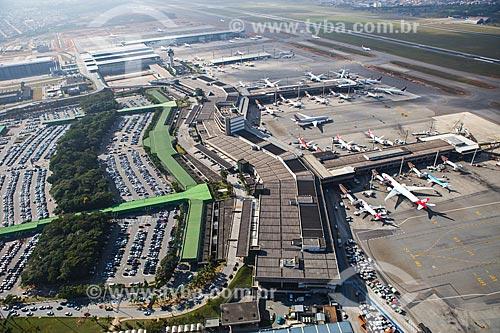Assunto: Foto aérea dos terminais 1, 2 e 3 do Aeroporto Internacional de São Paulo-Guarulhos Governador André Franco Montoro (1985) / Local: Guarulhos - São Paulo (SP) - Brasil / Data: 06/2014
