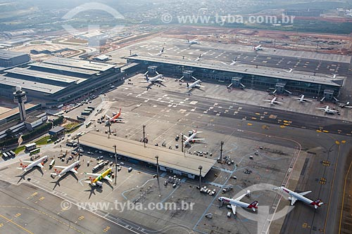 Assunto: Foto aérea dos terminais 2 e 3 do Aeroporto Internacional de São Paulo-Guarulhos Governador André Franco Montoro (1985) / Local: Guarulhos - São Paulo (SP) - Brasil / Data: 06/2014