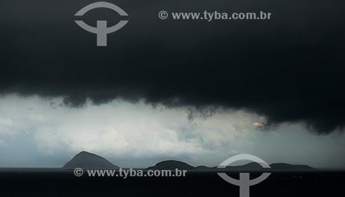 Assunto: Chegada da frente fria ao Rio de Janeiro - Monumento Natural das Ilhas Cagarras ao fundo / Local: Copacabana - Rio de Janeiro (RJ) - Brasil / Data: 07/2014