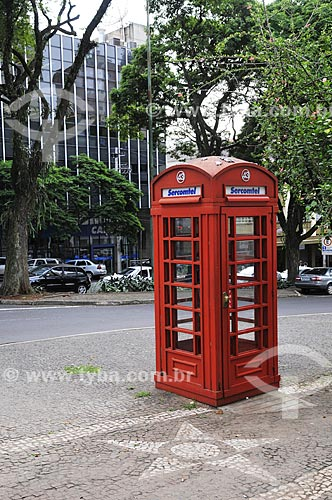Assunto: Cabine telefônica em estilo britânica / Local: Londrina - Paraná (PR) - Brasil / Data: 04/2014