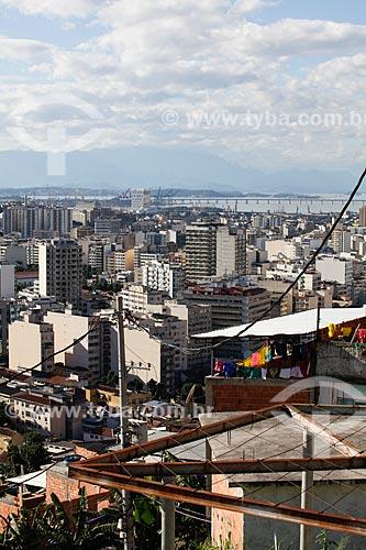 Assunto: Detalhe de casa no Morro do Salgueiro com Tijuca ao fundo / Local: Tijuca - Rio de Janeiro (RJ) - Brasil / Data: 07/2014