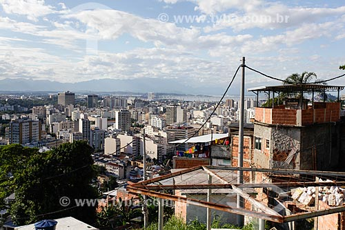 Assunto: Casas no Morro do Salgueiro com Tijuca ao fundo / Local: Tijuca - Rio de Janeiro (RJ) - Brasil / Data: 07/2014