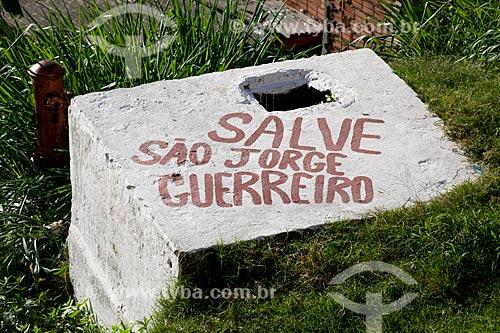 Assunto: Cisterna com os dizeres: Salve São Jorge Guerreiro - Morro do Salgueiro  / Local: Tijuca - Rio de Janeiro (RJ) - Brasil / Data: 07/2014