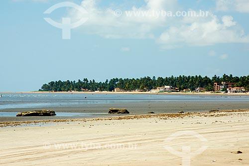 Assunto: Praia de Camacho com o povoado São Bento ao fundo / Local: Maragogi - Alagoas (AL) - Brasil / Data: 12/2013