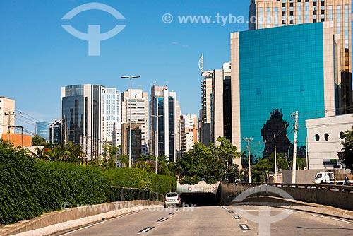 Assunto: Edifícios comerciais na Avenida Juscelino Kubitschek - túnel sob a Avenida Santo Amaro / Local: Itaim Bibi - São Paulo (SP) - Brasil / Data: 03/2014