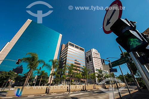 Assunto: Faixa de pedestres na Avenida Santo Amaro - próximo à Avenida Juscelino Kubitschek / Local: Itaim Bibi - São Paulo (SP) - Brasil / Data: 03/2014