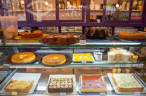 Assunto: Balcão com doces do Restaurante Lá da Venda - Vila Madalena / Local: Pinheiros - São Paulo (SP) - Brasil / Data: 03/2014