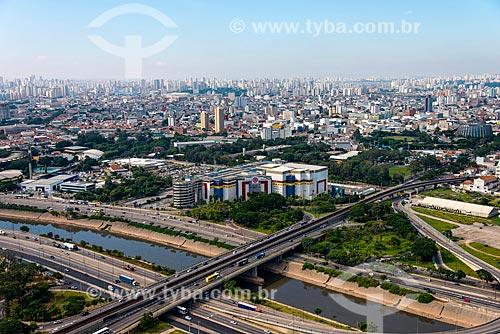 Assunto: Foto aérea do Shopping D com o Instituto Federal de Educação, Ciência e Tecnologia de São Paulo (IFSP) à esquerda / Local: Canindé - São Paulo (SP) - Brasil / Data: 04/2014