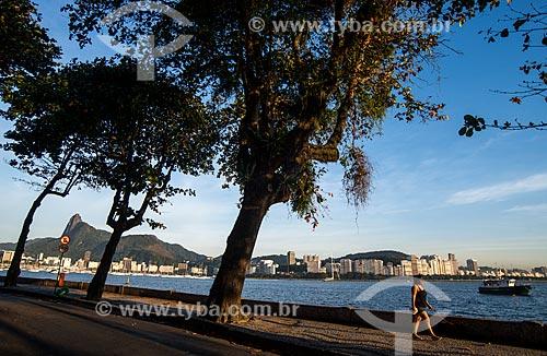 Assunto: Pessoas caminhando na calçada da Avenida João Luis Alves / Local: Urca - Rio de Janeiro (RJ) - Brasil / Data: 07/2014
