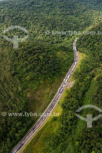 Congestionamento na Rodovia Régis Bittencourt (BR-116)  - Miracatu - São Paulo (SP) - Brasil