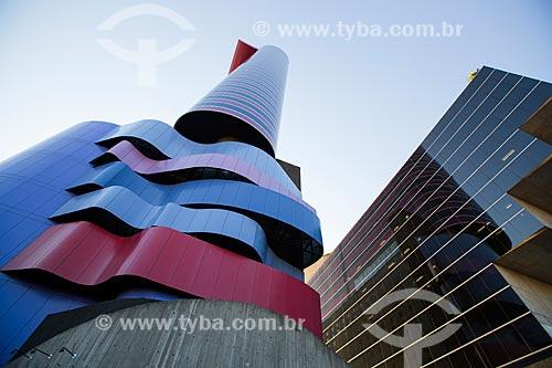 Fachada do Instituto Tomie Ohtake - pintora Japonesa naturalizada Brasileira - prédio projetado pelo arquiteto Ruy Ohtake - filho de Tomie Ohtake  - São Paulo - São Paulo (SP) - Brasil
