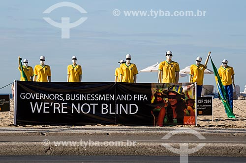 Manifestação contra os gastos da Copa do Mundo na Praia de Copacabana realizada pela ONG Rio de Paz  - Rio de Janeiro - Rio de Janeiro (RJ) - Brasil