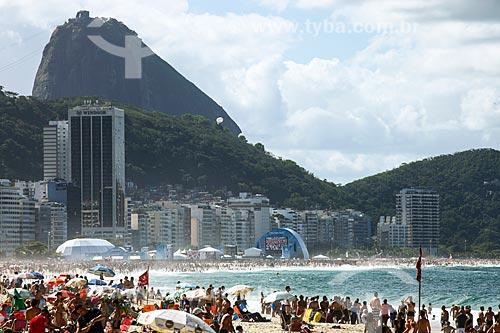 Praia de Copacabana durante jogo final da Copa do Mundo 2014 com FIFA Fan Fest ao fundo  - Rio de Janeiro - Rio de Janeiro (RJ) - Brasil