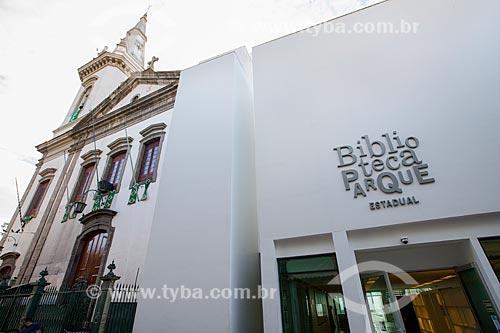 Igreja de São Jorge e a fachada posterior da Biblioteca Parque Estadual - na Rua da Alfândega  - Rio de Janeiro - Rio de Janeiro (RJ) - Brasil