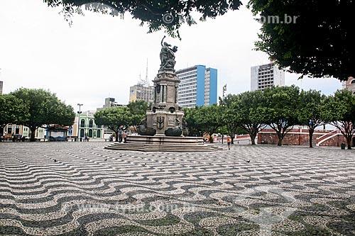 Praça São Sebastião - assim como em Copacabana o padrão foi inspirado na Praça do Rossio em Lisboa - com o Monumento à Abertura dos Portos às Nações Amigas (1900)  - Manaus - Amazonas (AM) - Brasil