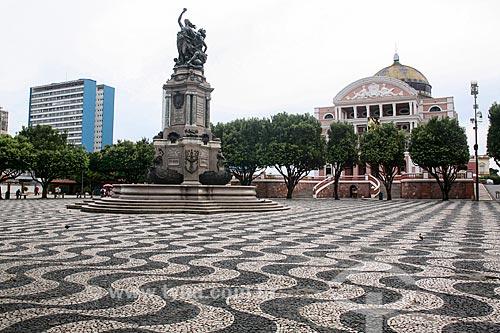 Praça São Sebastião com o Monumento à Abertura dos Portos às Nações Amigas (1900) e o Teatro Amazonas (1896)  - Manaus - Amazonas (AM) - Brasil