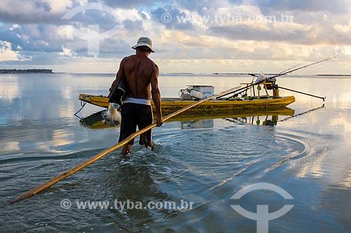 Pescador na Praia dos Carneiros  - Tamandaré - Pernambuco (PE) - Brasil