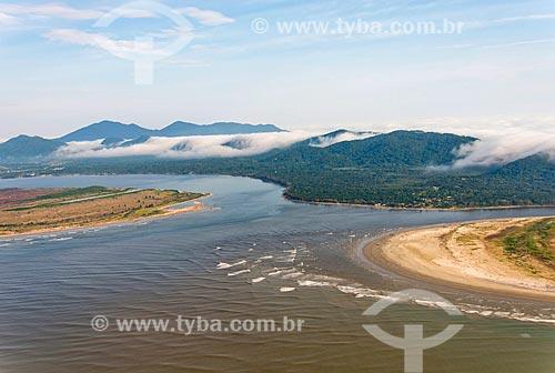 Foz do Rio Ribeira de Iguape e Mar Pequeno  ao fundo Serra de Iguape - Complexo Estuarino Lagunar de Iguape Cananéia e Paranaguá  - Iguape - São Paulo (SP) - Brasil