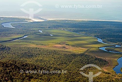 Rio Una e ao fundo Praia do Una - Estação Ecológica de Juréia-Itatins  - Peruíbe - São Paulo (SP) - Brasil