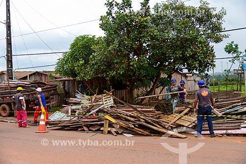 Remoção das palafitas do Igarapé Ambé - moradores serão transferidos para conjunto habitacional - serviço contratado pela Norte Energia como compensação da liberação da construção da Usina de Belo Monte  - Altamira - Pará (PA) - Brasil