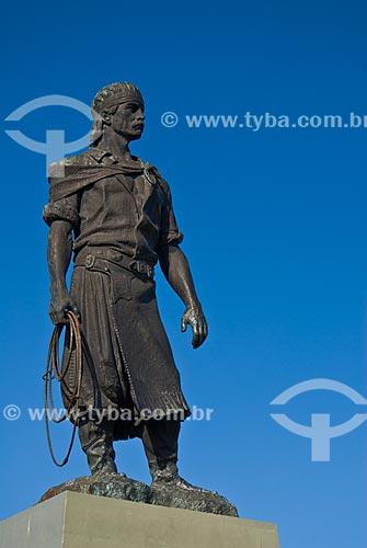 Estátua do Laçador - Teve como modelo o folclorista Paixão Côrtes  - Porto Alegre - Rio Grande do Sul (RS) - Brasil