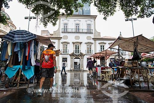 Feira de antiguidades da Praça XV de Novembro com Paço Imperial ao fundo  - Rio de Janeiro - Rio de Janeiro (RJ) - Brasil