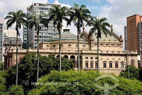 Vista lateral do Teatro Municipal inaugurado em 1911   - São Paulo - São Paulo (SP) - Brasil