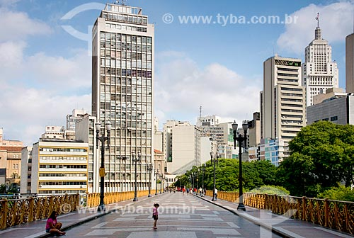 Edifícios no centro histórico e Viaduto Santa Ifigênia e  estrutura metálica trazida da Bélgica inaugurado em 1913  - São Paulo - São Paulo (SP) - Brasil