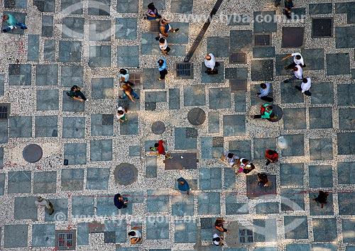 Pedestres no calçadão da Rua XV de Novembro  - São Paulo - São Paulo (SP) - Brasil