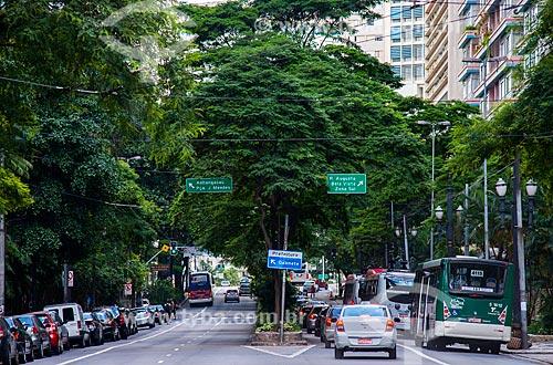 Ônibus na faixa exclusiva da Avenida São Luis na altura da Praça Dom José Gaspar  - São Paulo - São Paulo (SP) - Brasil
