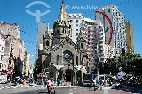 Paróquia Nossa Senhora da Conceição ou Igreja da Santa Ifigênia - Edifício Marian Palace Hotel ao fundo à direita  - São Paulo - São Paulo (SP) - Brasil