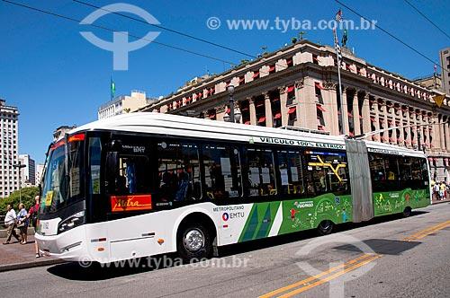 Novo ônibus elétrico articulado no viaduto do Chá - comemoração dos 460 anos de São Paulo  - São Paulo - São Paulo (SP) - Brasil