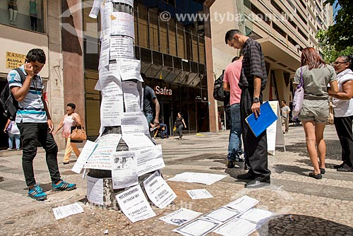 Poste com anúncios de emprego na Rua Barão de Itapeteninga  - São Paulo - São Paulo (SP) - Brasil