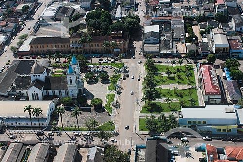 Foto aérea da Catedral Sagrado Coração de Jesus (1926) - à esquerda - com a Prefeitura de Porto Velho à direita  - Porto Velho - Rondônia (RO) - Brasil