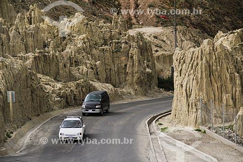 Estrada entre as formações geológicas no Valle de la Luna (Vale da Lua)  - La Paz - Departamento de La Paz - Bolívia