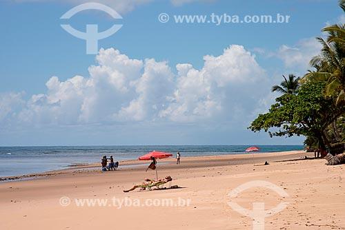 Banhistas na praia de taipús de fora  - Maraú - Bahia (BA) - Brasil