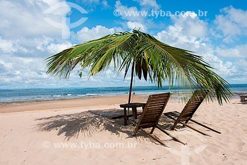 Cadeiras de praia na orla da Praia da Ponta do Mutá  - Maraú - Bahia (BA) - Brasil