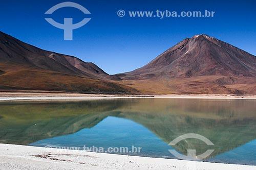 Laguna Verde na Reserva Nacional de Fauna Andina Eduardo Avaroa com o Vulcão Licancabur ao fundo  - Departamento Potosí - Bolívia