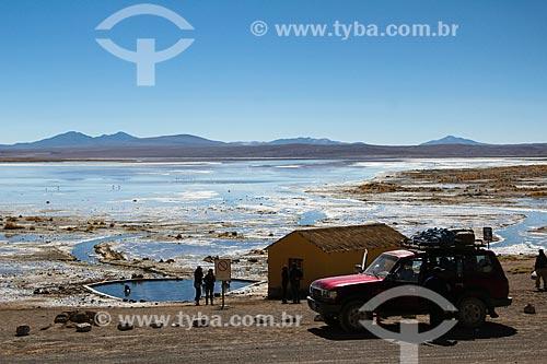 Turistas na piscina natural da Laguna Salada (Lagoa Salgada) na Reserva Nacional de Fauna Andina Eduardo Avaroa  - Departamento Potosí - Bolívia
