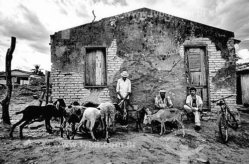 Homens com rebanho de cabras no sertão  - Canudos - Bahia (BA) - Brasil