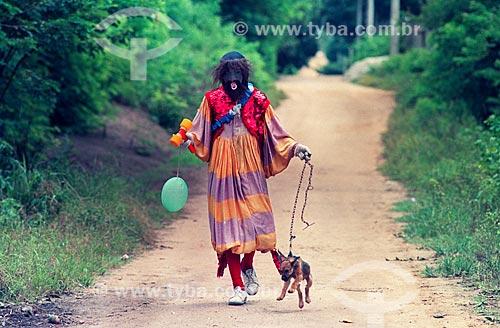 Bate-bola carregando cachorro  - Rio de Janeiro - Rio de Janeiro (RJ) - Brasil