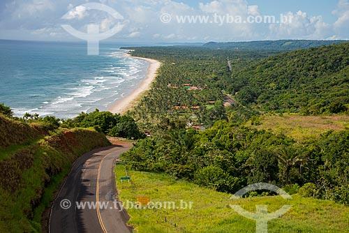 Vista da Rodovia BA-001 a partir do Mirante da Serra Grande com a praia da Barra do Sergi ao fundo  - Uruçuca - Bahia (BA) - Brasil